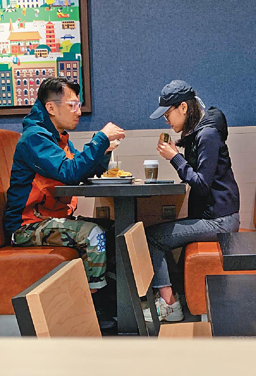 ■袁偉豪呢日同女友拍拖歎漢堡,傍晚6時時間好尷尬,睇怕晏啲要食多餐。
