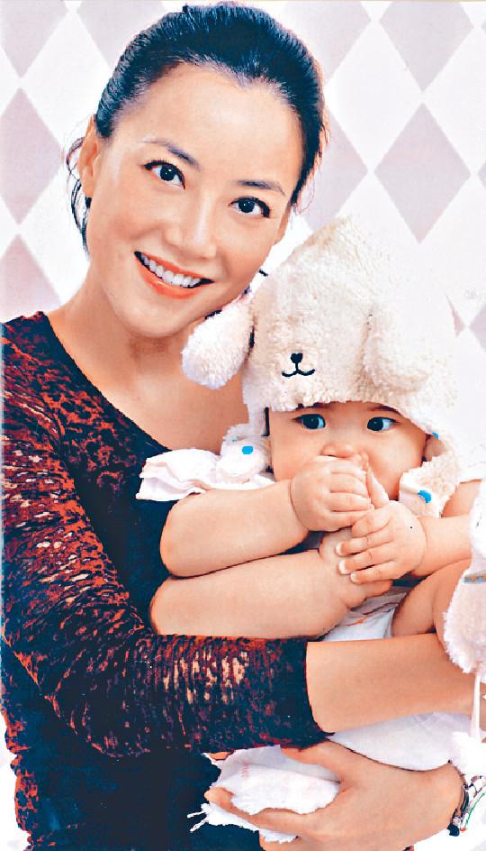 13年自爆生女 ■Mani一一年在美國秘密產女,直到13年母親節才宣佈做單親媽媽。