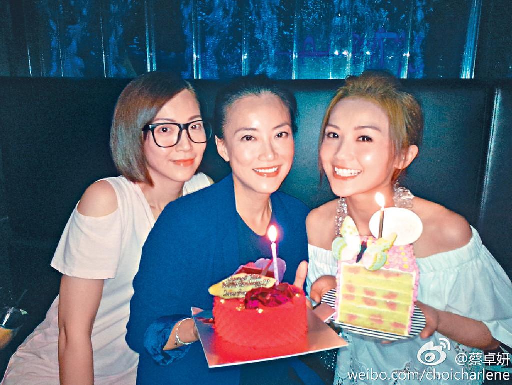 真正twins ■Mani(中)和妹妹Noven(左)是真正twins。