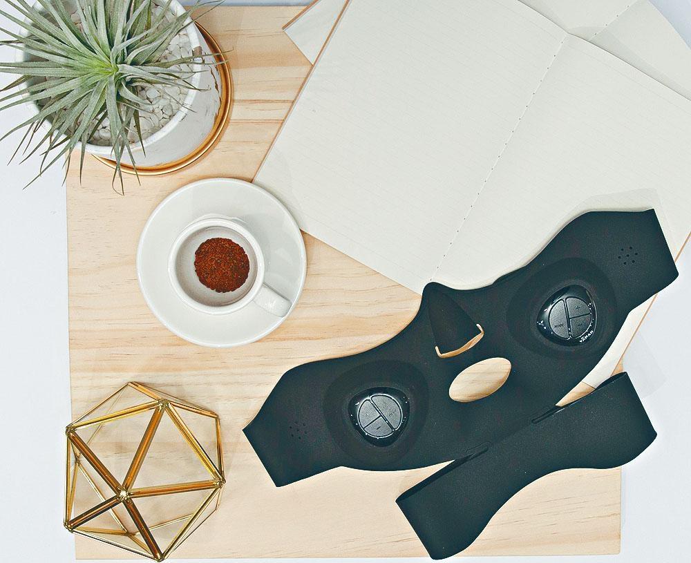 Medi Lift EMS面部提升緊緻面膜儀/$2,770,為需要進行拉提鍛煉的肌肉位置,設置獨家的EMS模式,針對性地重塑輪廓及按摩。