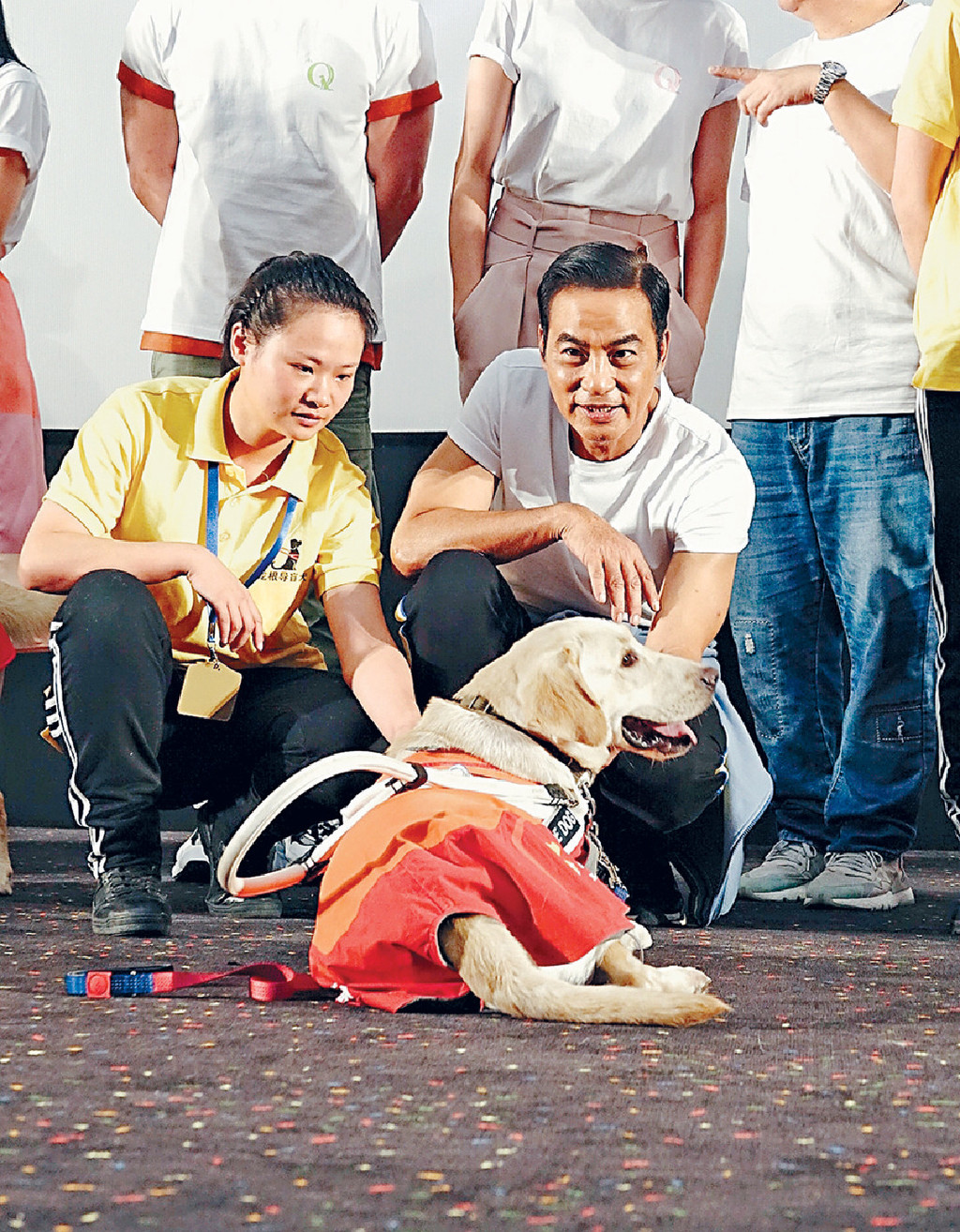 ■拍攝前華仔帶導盲犬回家相處過一段日子。
