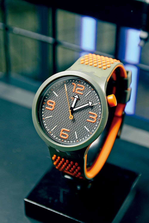 橙色BIG BOLD設計較中性,極富夏日氣息。