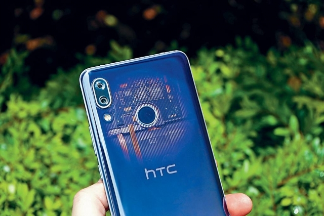 HTC U19e 延續透視風