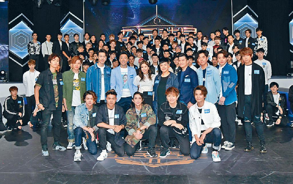 ■一眾《全民造星II》的參賽者與導師們大合照。