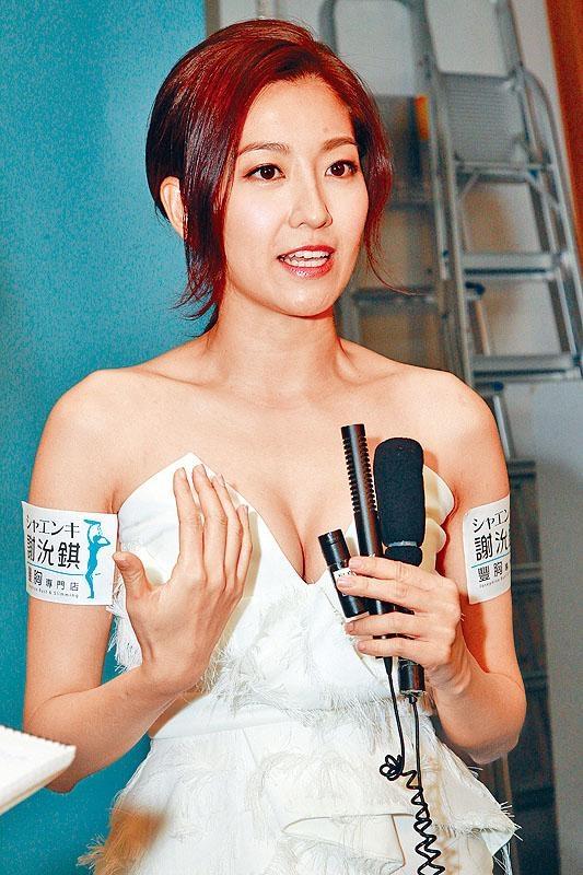 陳自瑤升Cup為32C,谷胸上陣盡顯自信。