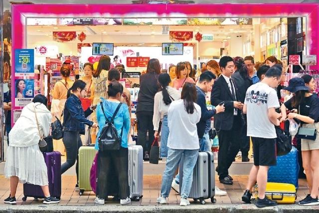 ■有業界指出,過去兩周錄得訪港內地客減少,酒店入住率亦較去年同期輕微下跌。資料圖片