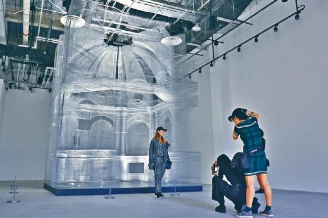 ■Edoardo Tresoldi善於運用鐵絲網等工業物料的透視感來進行藝術創作,《聖禮》是其中之一。