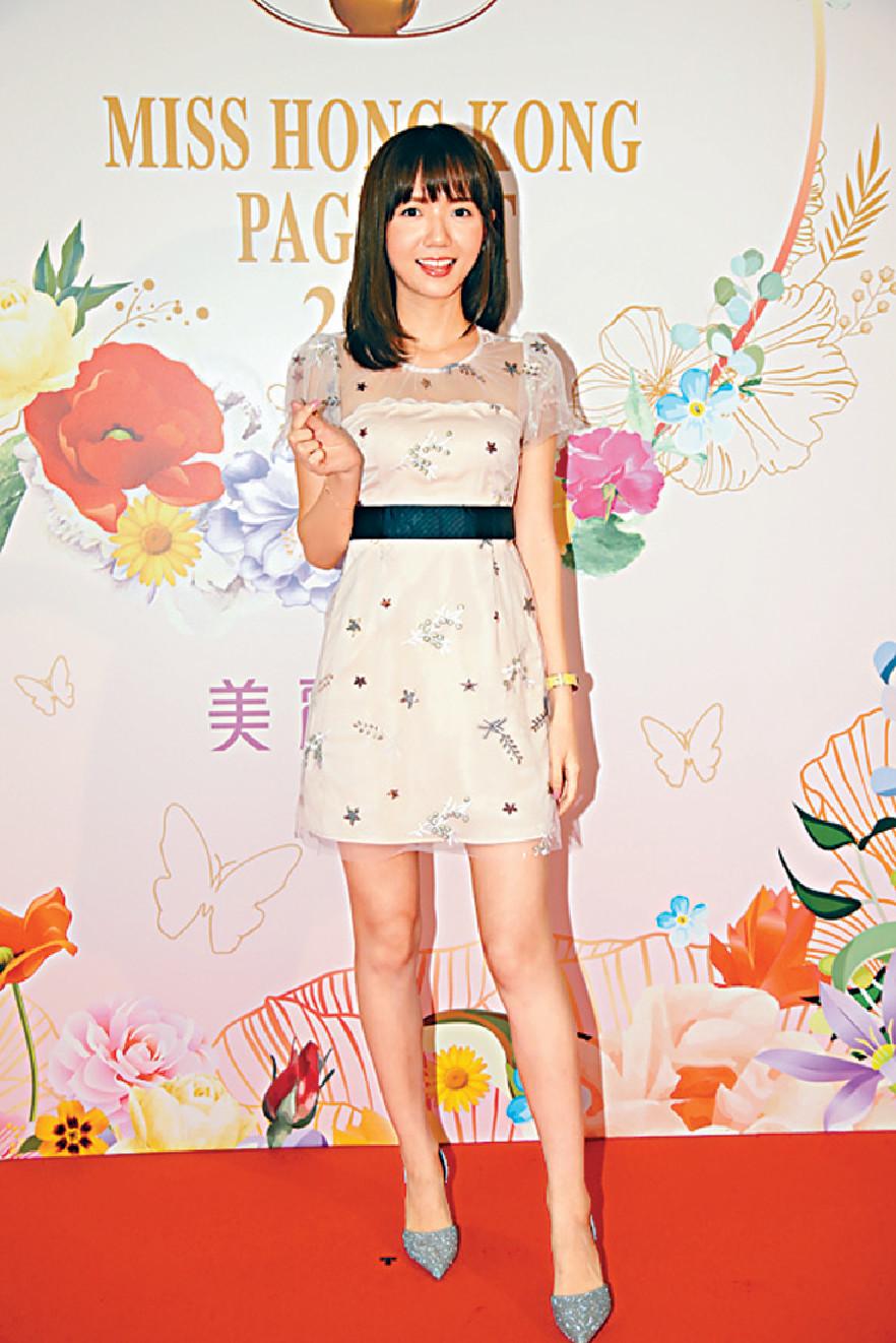 ■不停扮Cute的Mina Yuen透露跟馮盈盈是同學,問到可有跟對方討意見?她笑道:「平常心囉。」
