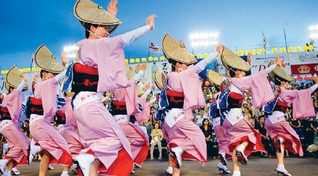 ■德島「阿波舞祭典」洋溢盛夏熱情。