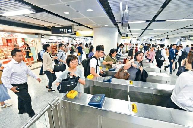 ■港鐵周日實施新票價,同時推出扣減優惠。