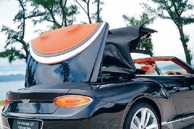 ■軟篷可在50km/h車速下電動開關,需時約19秒。