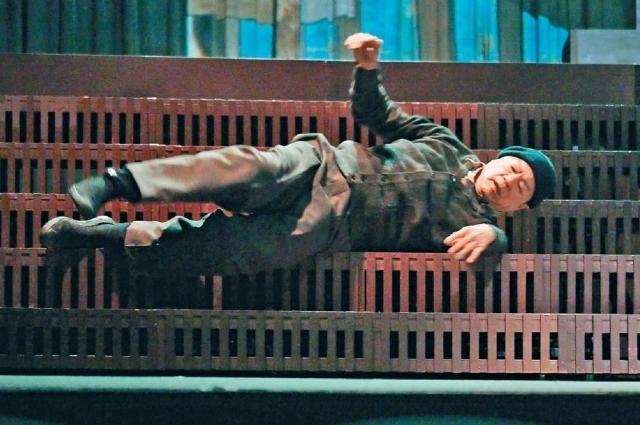 ■有武術底子的龍哥,輕鬆演繹碌樓梯。