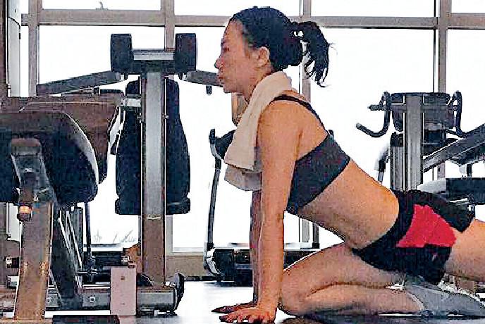 ■50歲張可頤因為將做gym相放上網引起網民熱話。