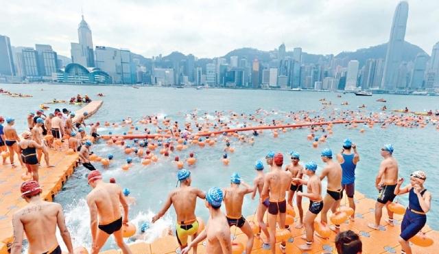 ■今年嘅「新世界維港泳」已開始接受公眾報名喇!資料圖片