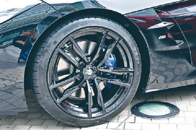 ■M40iA配用19吋胎軨和大型煞車鉗。