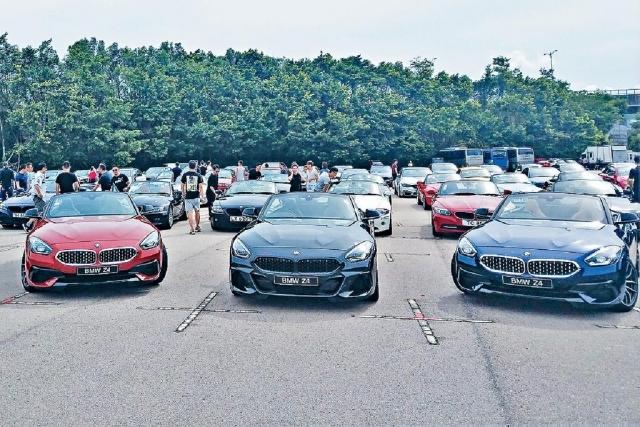 ■當日現場展出三輛新Z4,包括左右兩輛sDrive20iA Sport入門版,以及中間Z4 M40iA高性能版。