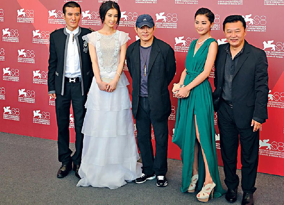 ■11年,程小東(右)帶領《白蛇傳說》主角蔡卓妍(右二)等亮相威尼斯電影節。