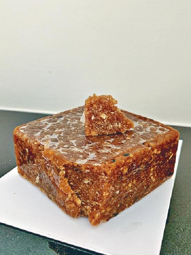 西洋牛油糕Alua $80/a 外層糖衣微脆,內裏香軟煙韌又不失黏糯。