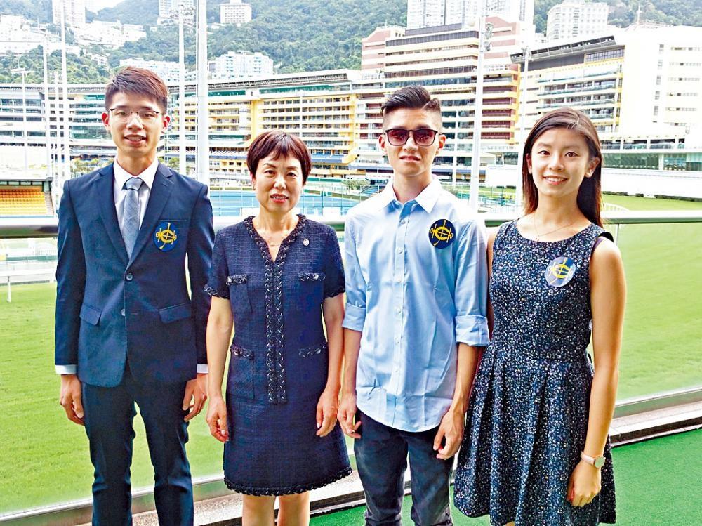 鄺慶添、子諾和廖梓恩不但成績優異,更積極參與義工服務,回饋社會,獲本年度賽馬會獎學金。