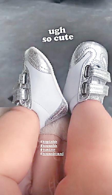 ■婷婷有女萬事足,日前再大晒4個月大B女米芝蓮可愛肥腳仔。