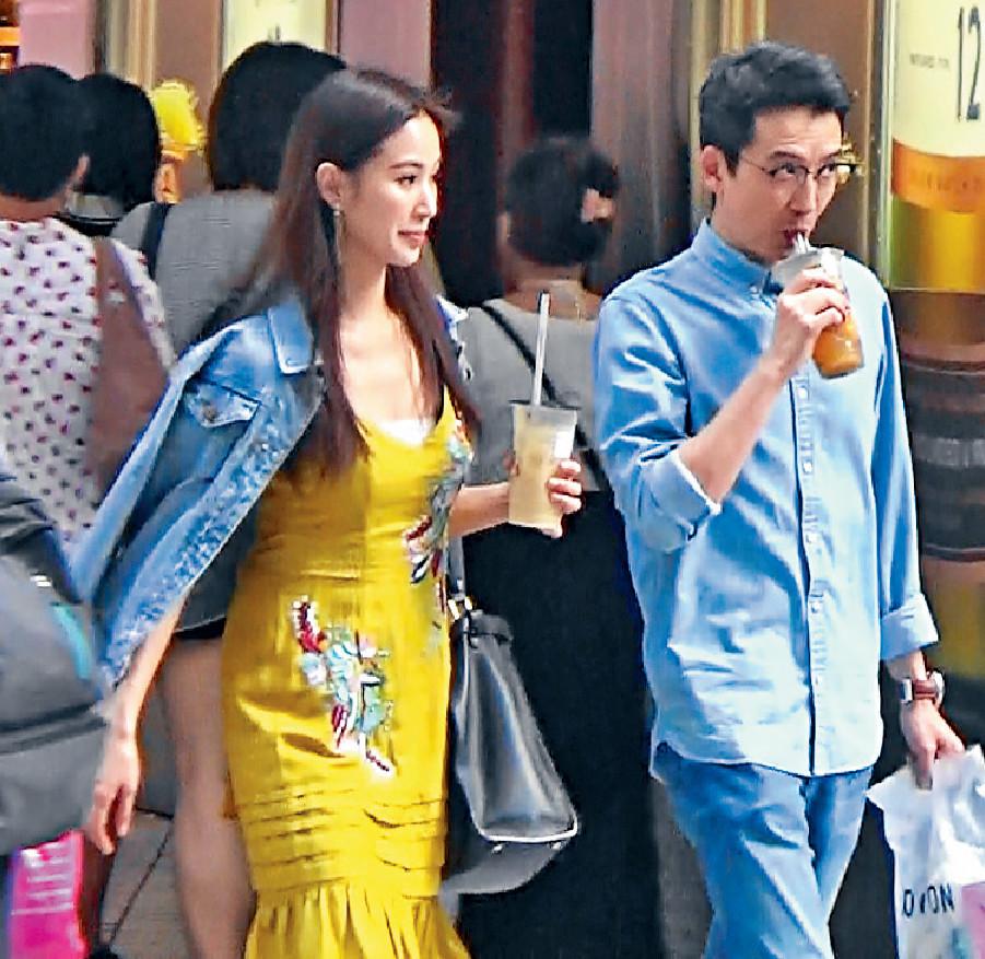 ■何倍倩一邊飲珍珠奶茶,一邊同老公行街傾偈。