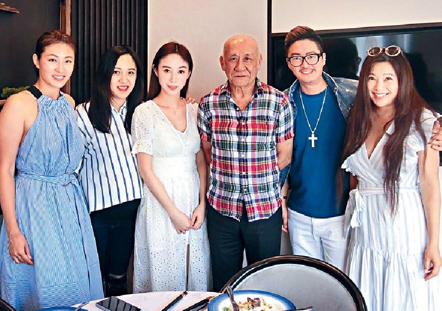 ■早前何倍倩與好友陳君宜(左一)、黃泳霖(左二)、何國鉦(右二)和傅明憲(右一)到李家鼎私房菜吃午飯。