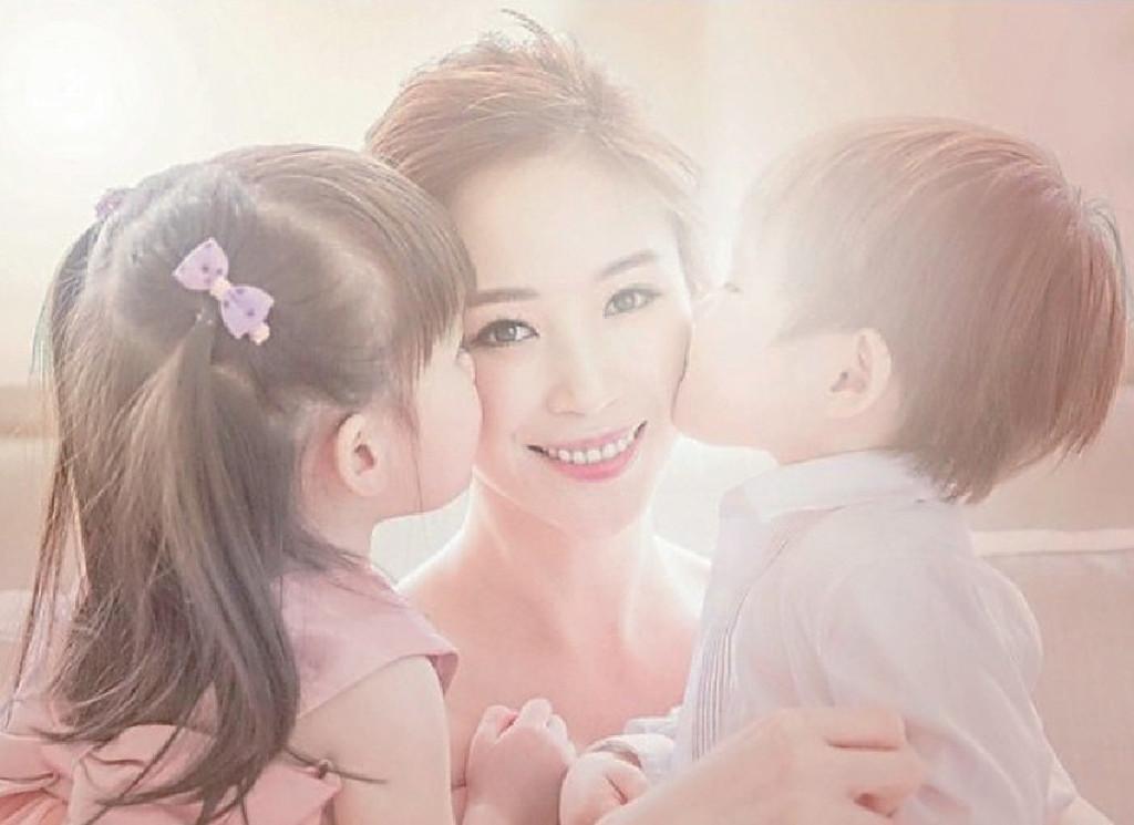■何倍倩經常在社交網分享與子女的生活點滴。