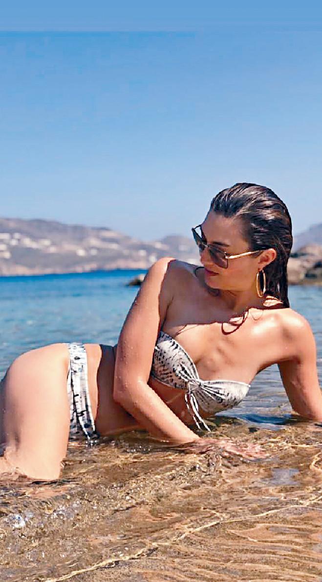 ■39歲,又是兩子女之母,但穿泳衣的Danielle仍然好Fit。