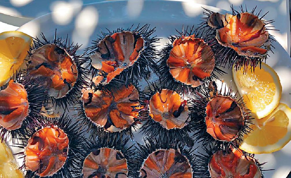 ■在餐廳Spilia食即叫即開海膽,海水味超濃。