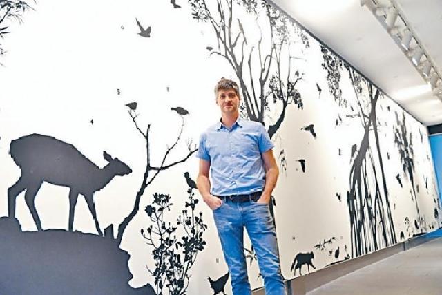 ■藝術家James Prosek創作十六米長的《香港動植物生態》壁畫。