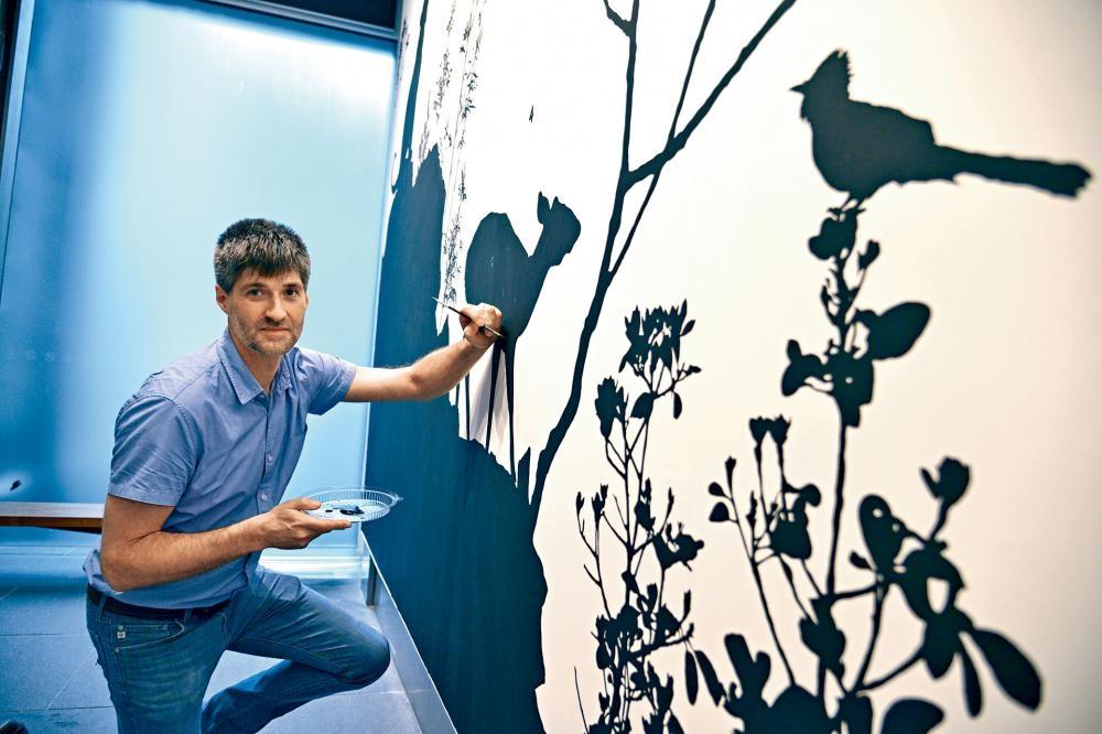 藝術家James Prosek創作十六米長的《香港動植物生態》壁畫。