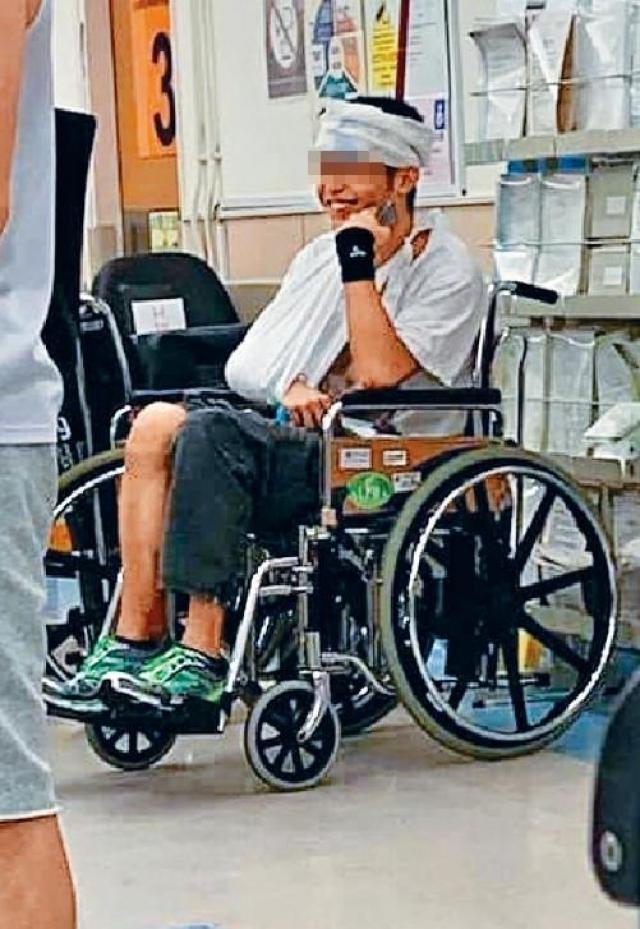 ■劉的頭部、臉頰及手腳受傷,送院治理。