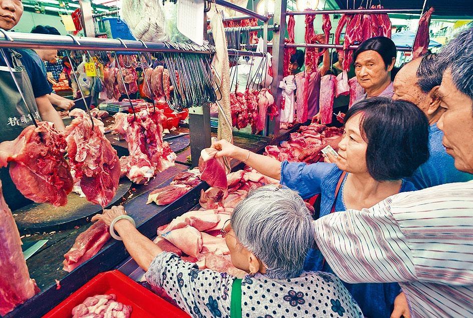 近日本港豬隻供應減少,市民「捱貴豬」情況未見起色。