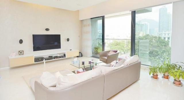 ■客飯外連大露台,以落地大玻璃透光。
