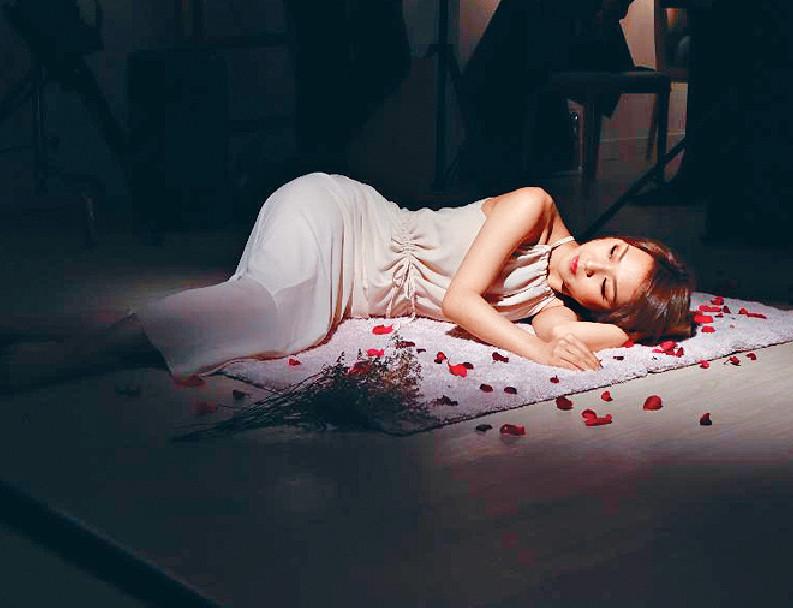 ■《忽然》MV冇男主角,令Bella大歎可惜。