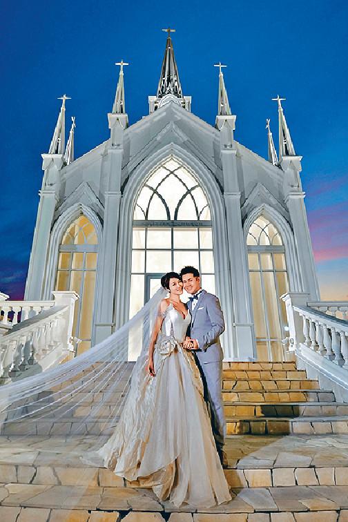 ■李璧琦與男友在日本沖繩教堂拍婚照。