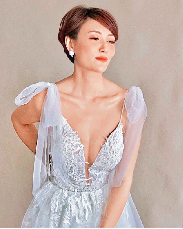 ■李璧琦昨在社交網晒性感婚紗相。