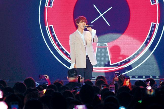 ■出道未夠一年的姜濤,前晚舉行首個售票個唱。
