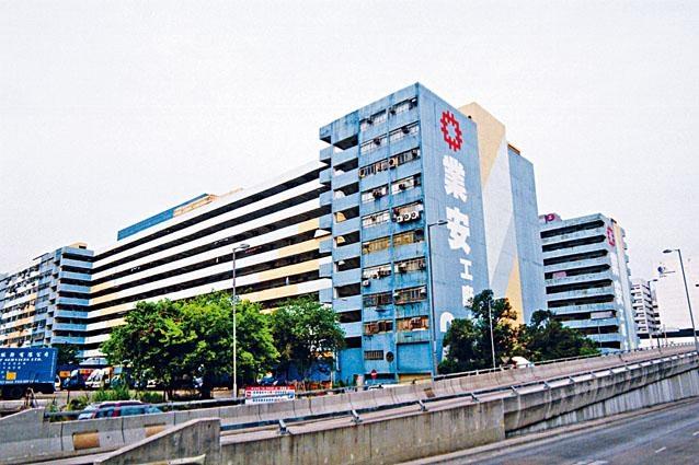 ■房委會現擁六個工廠大廈供租用,樓面面積約為二十萬平方米,合共提供超過八千個單位。