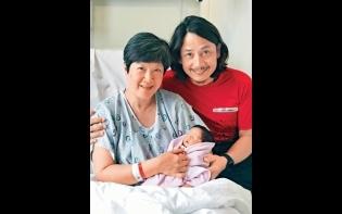 高齡誕B女Miracles齊入ICU 黃澤鋒爆52歲太太 堅持餵人奶