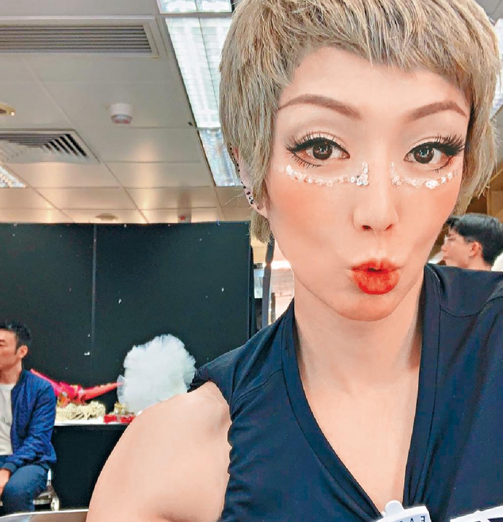 ■Sammi開騷前分享的「合照」,可見安仔坐在她身後。網上圖片