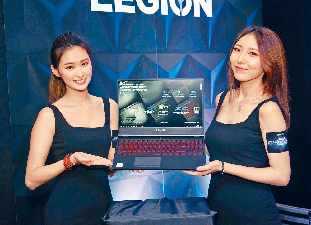 Y7000 SE改用全紅色鍵盤,除了屬全尺寸Size,右側更附有標準數字鍵盤。