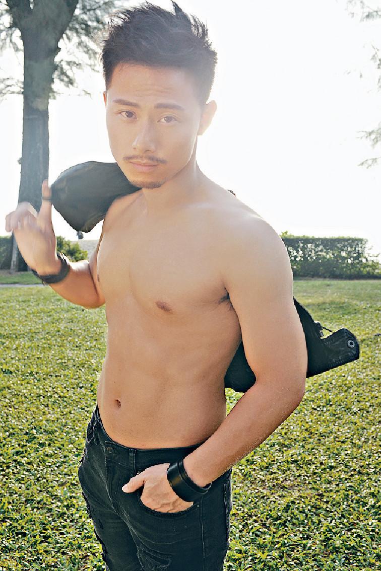 ■平日靠打泰拳keep fit的潮凱,影寫真集前狂做健身練得一身靚body。