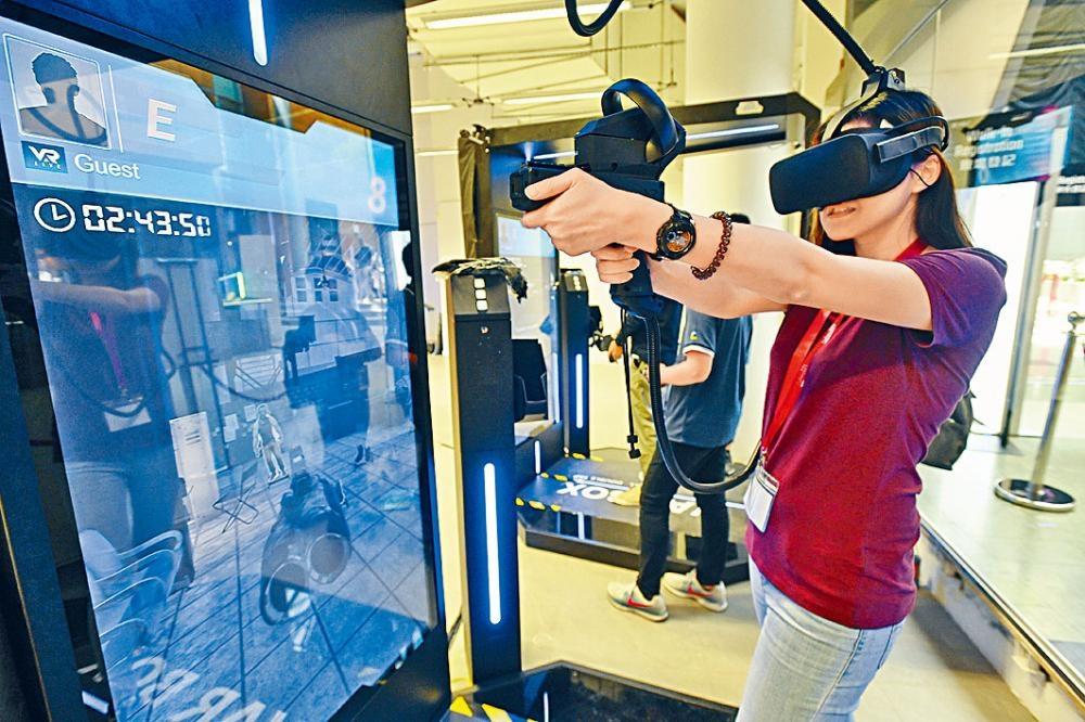 場內的「遊戲地帶」可試玩四款VR射擊遊戲。