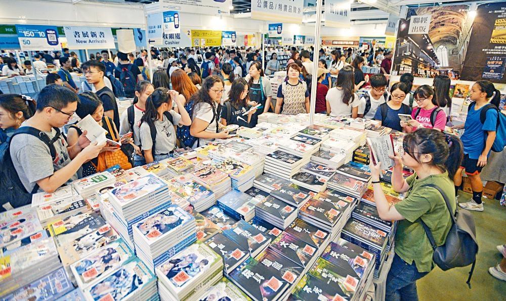 香港書展昨日開鑼,以「科幻及推理文學」為主題,吸引大批書迷到場。