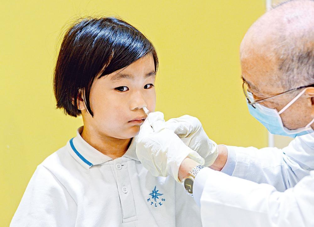 當局將首度使用二千劑噴鼻式疫苗 。