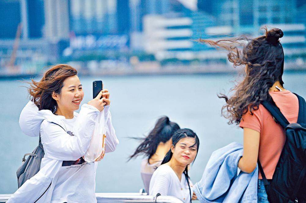 受「丹娜絲」外圍氣流影響,本港昨大致天晴和炎熱。