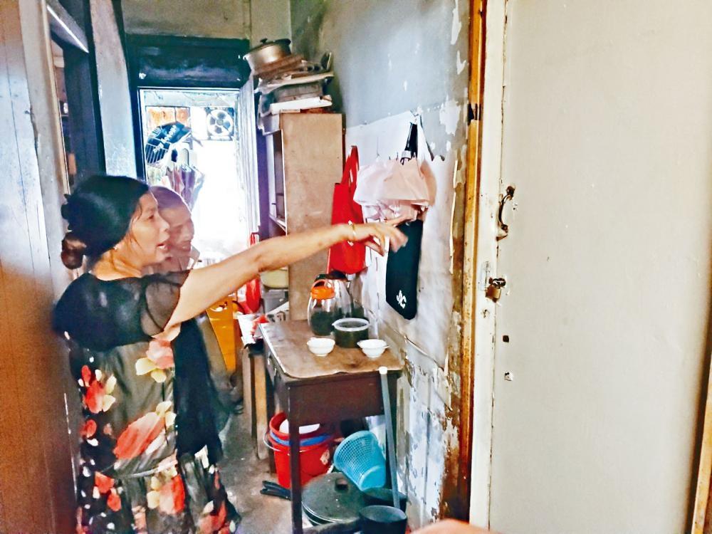 女住客直指事發劏房經常有流鶯帶客上門交易。