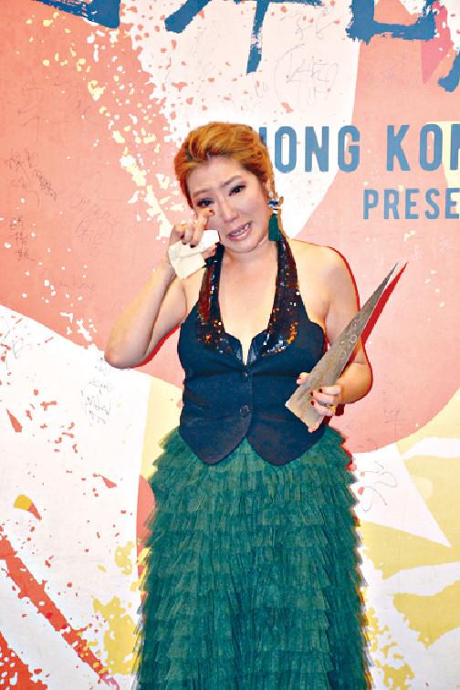 ■4月寶慧憑舞台劇《她媽的葬禮》獲《第28屆香港舞台劇獎頒獎禮》頒發「最佳女主角(喜劇/鬧劇)」獎,感動狂喊。