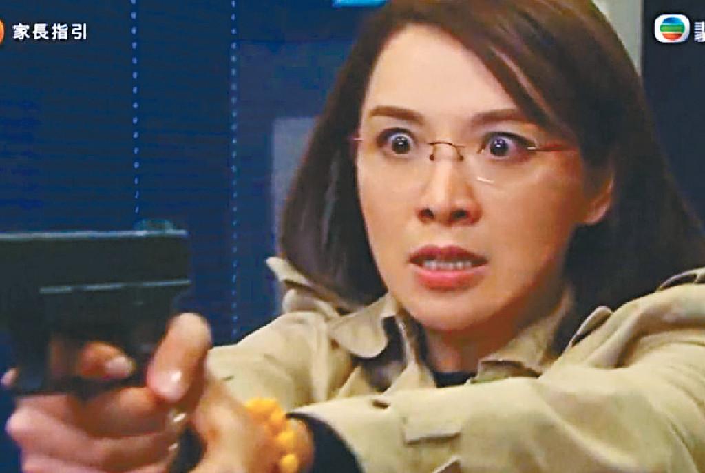 ■煒哥喺《好日子》中得知被黃智賢欺騙了30年,情緒大爆發,搶走女警枝槍想殺死他,好考演技。